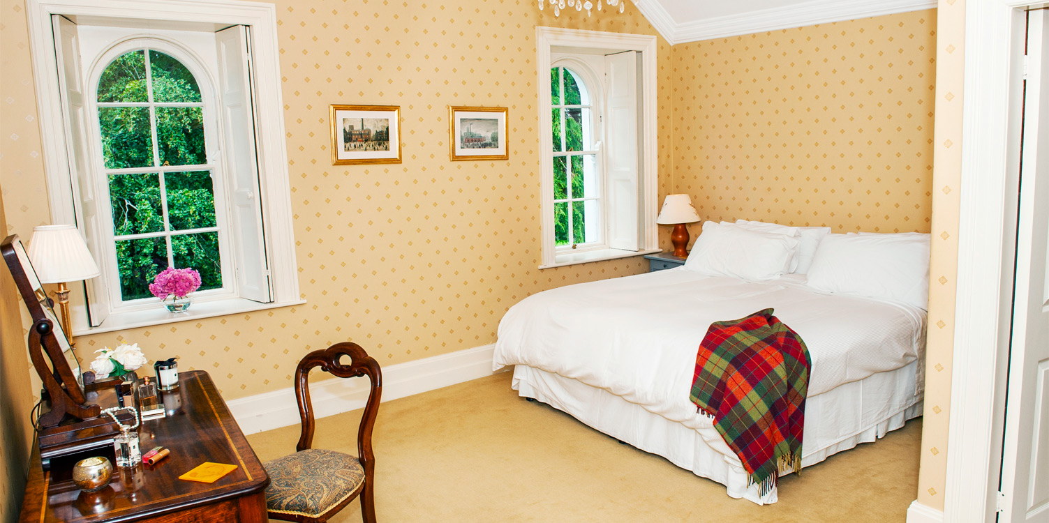 Coolclogher House Gold Bedroom